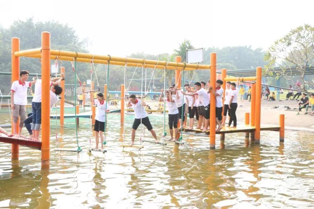 学校国旗队护卫队开展素质拓展活动